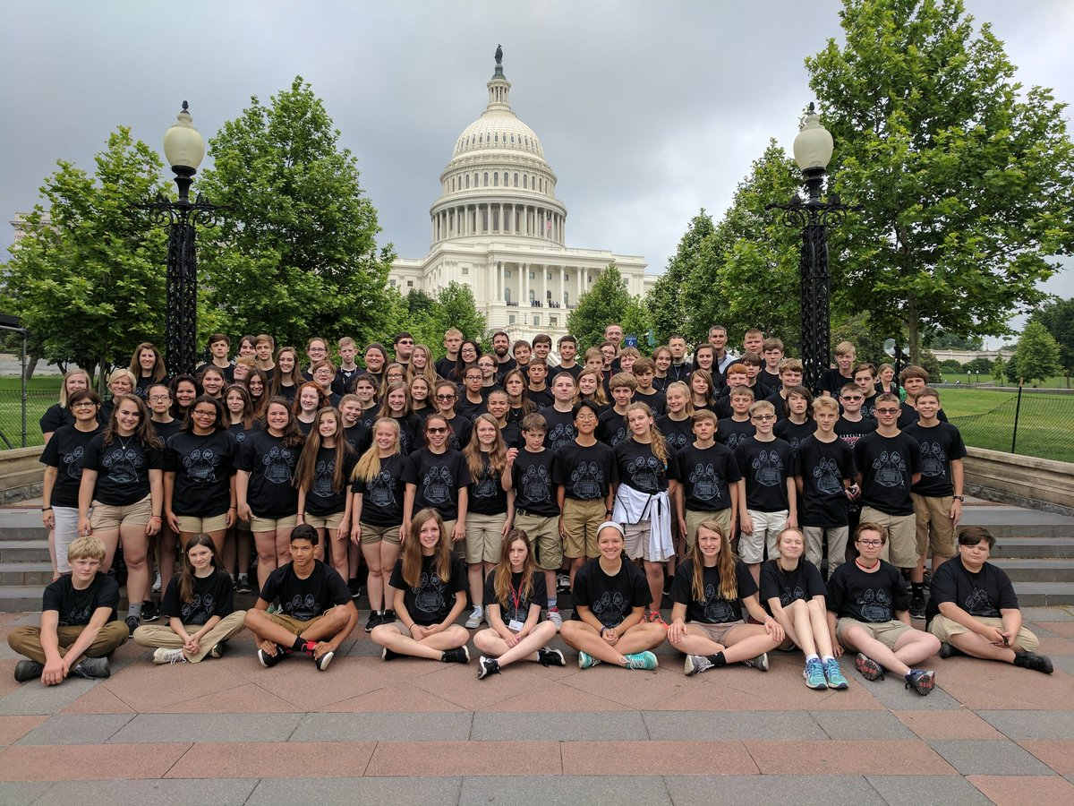 CMS 8th grade DC Trip photo in front of the capitol building